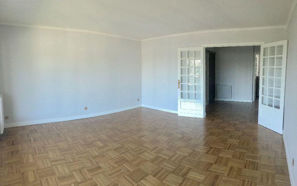 Appartement à louer 4 97.29m2 à Lyon 8 vignette-1