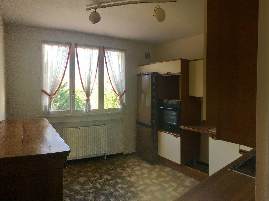 Appartement à louer 4 97.29m2 à Lyon 8 vignette-4