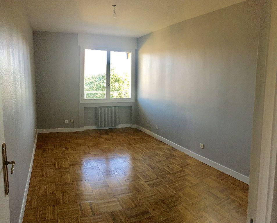 Appartement à louer 4 97.29m2 à Lyon 8 vignette-6