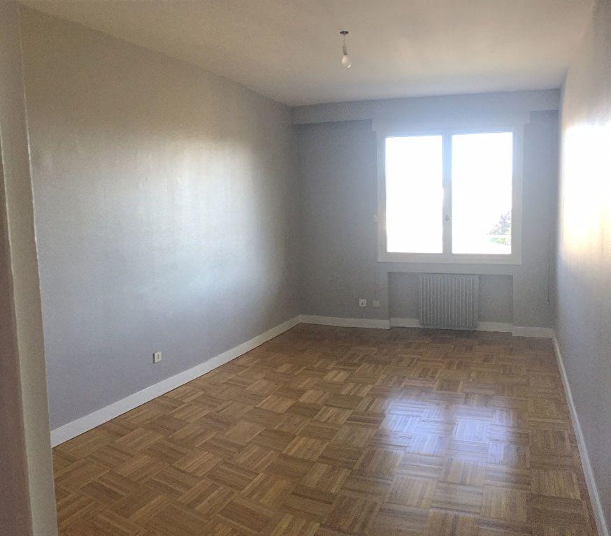 Appartement à louer 4 97.29m2 à Lyon 8 vignette-8