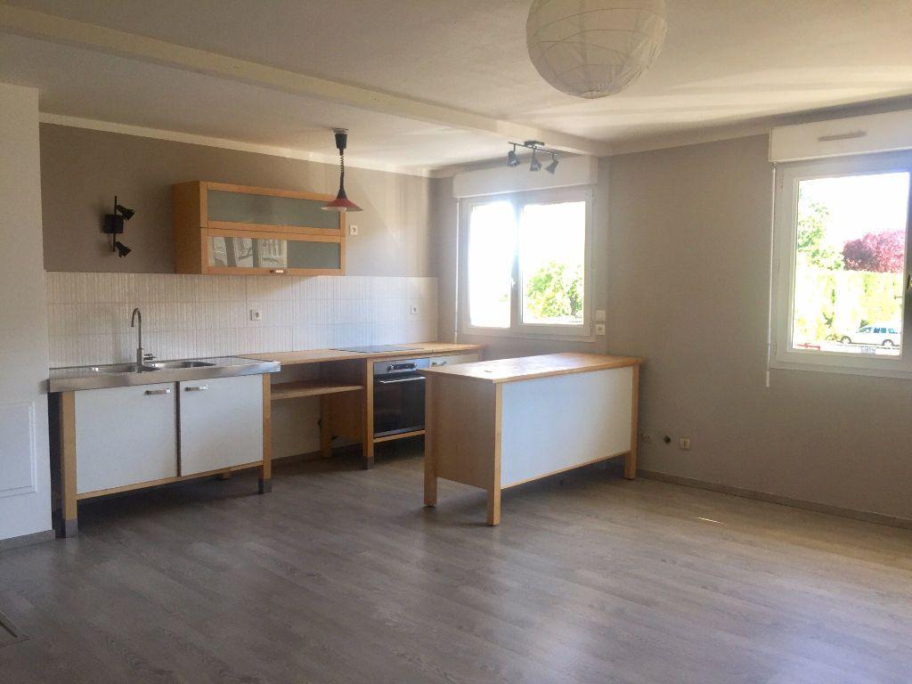 Appartement à louer 3 62m2 à Lyon 8 vignette-1