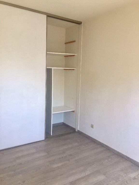 Appartement à louer 3 62m2 à Lyon 8 vignette-8