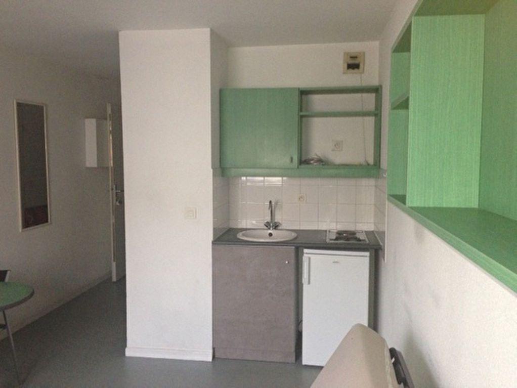 Appartement à louer 1 18.44m2 à Lyon 3 vignette-1