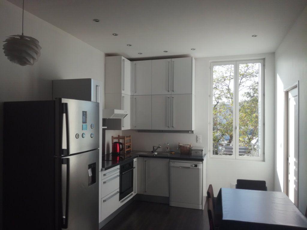 Appartement à louer 2 42m2 à Lyon 8 vignette-1