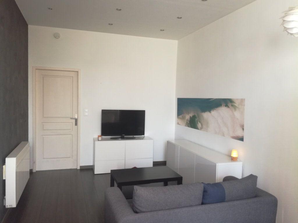 Appartement à louer 2 42m2 à Lyon 8 vignette-2