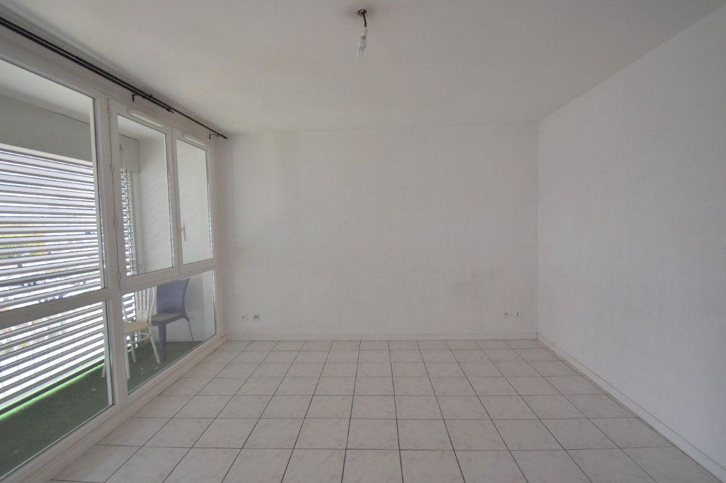 Appartement à louer 4 65.65m2 à Vénissieux vignette-1