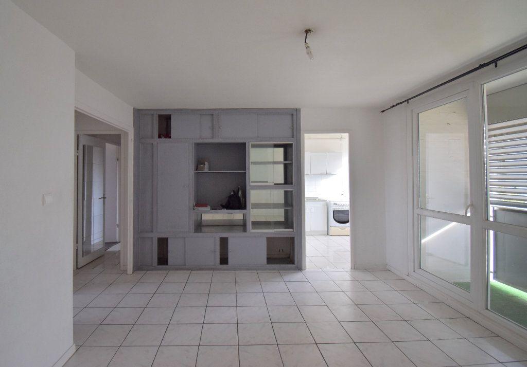 Appartement à louer 4 65.65m2 à Vénissieux vignette-2