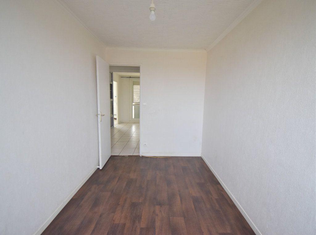 Appartement à louer 4 65.65m2 à Vénissieux vignette-7