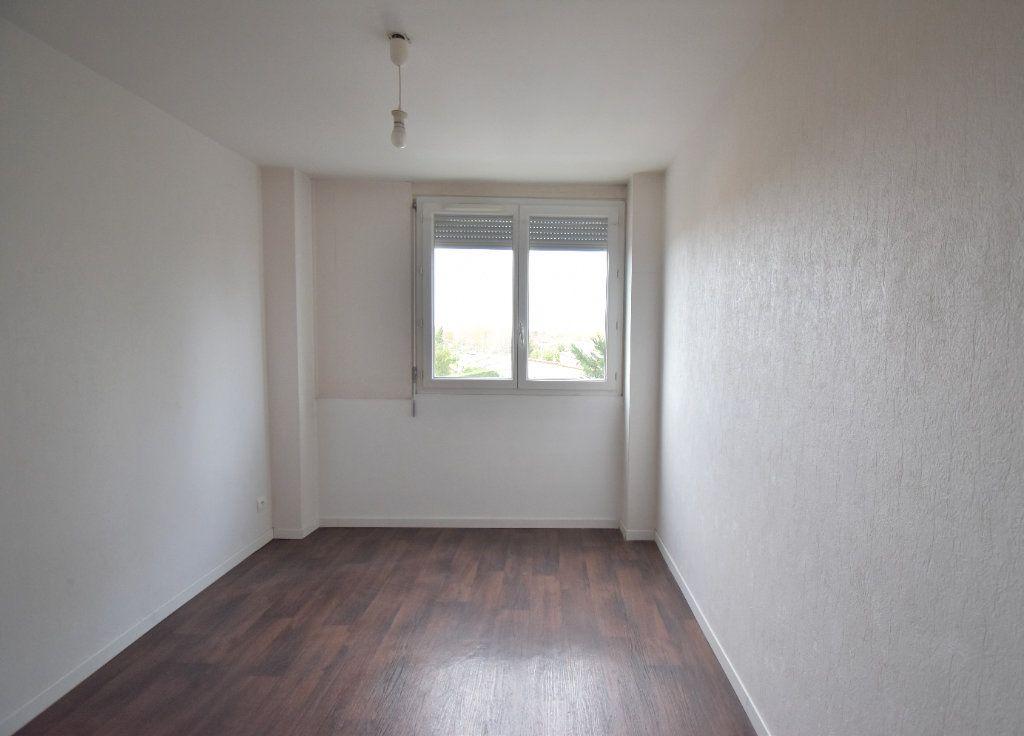 Appartement à louer 4 65.65m2 à Vénissieux vignette-8