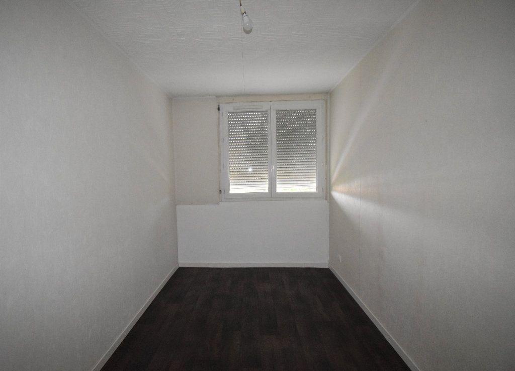 Appartement à louer 4 65.65m2 à Vénissieux vignette-10