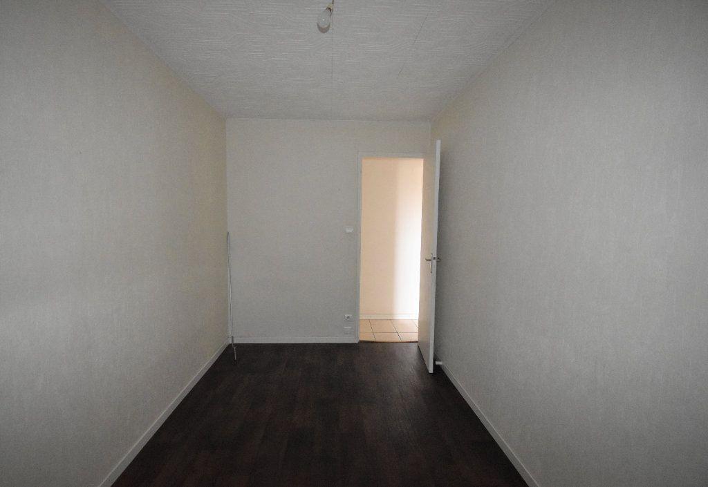 Appartement à louer 4 65.65m2 à Vénissieux vignette-11