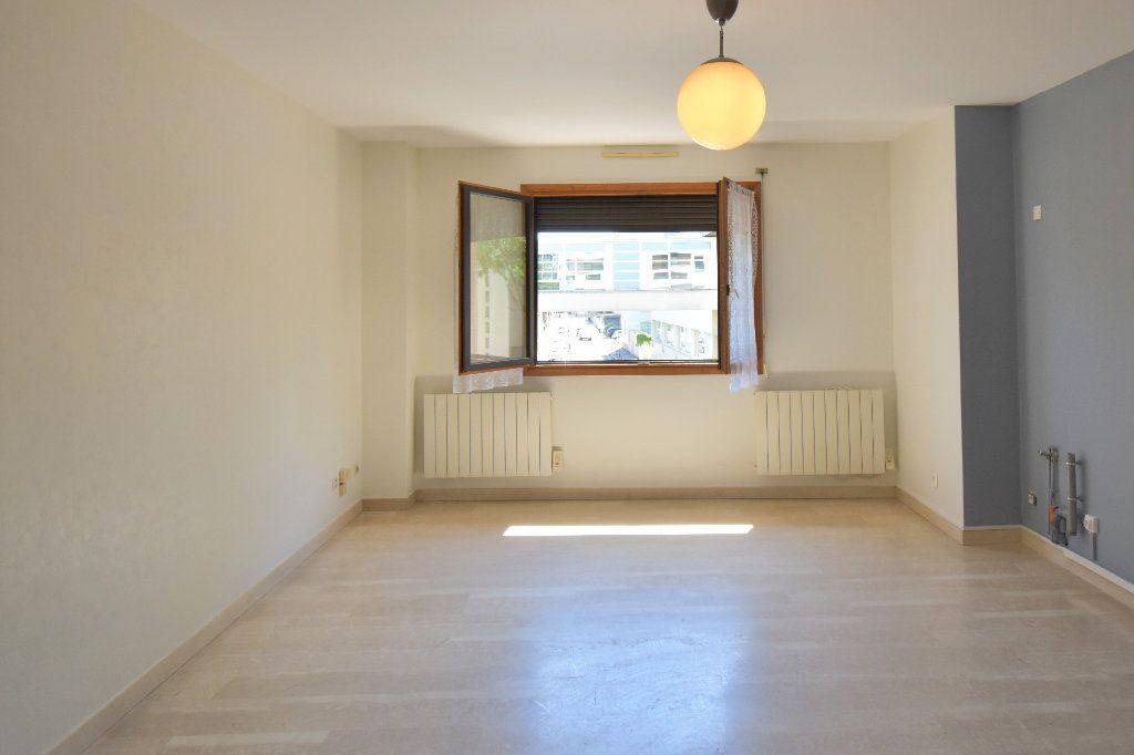 Appartement à louer 4 74.34m2 à Lyon 3 vignette-3