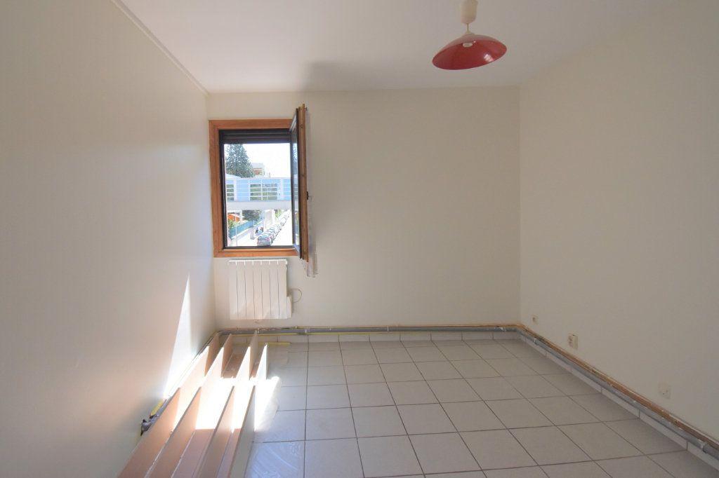 Appartement à louer 4 74.34m2 à Lyon 3 vignette-4