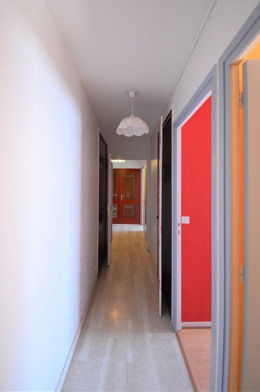 Appartement à louer 4 74.34m2 à Lyon 3 vignette-10