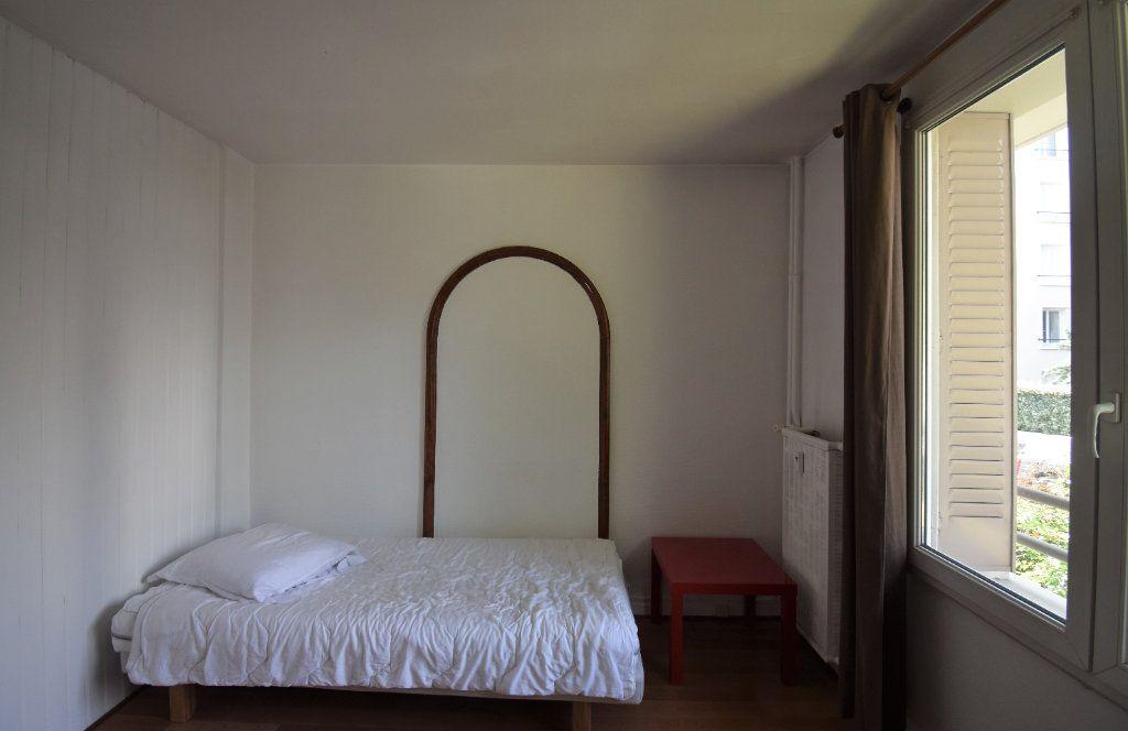 Appartement à louer 4 61.07m2 à Lyon 8 vignette-2