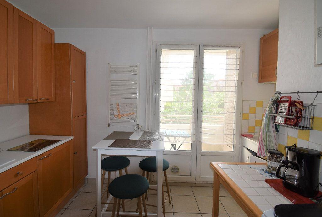 Appartement à louer 4 61.07m2 à Lyon 8 vignette-4