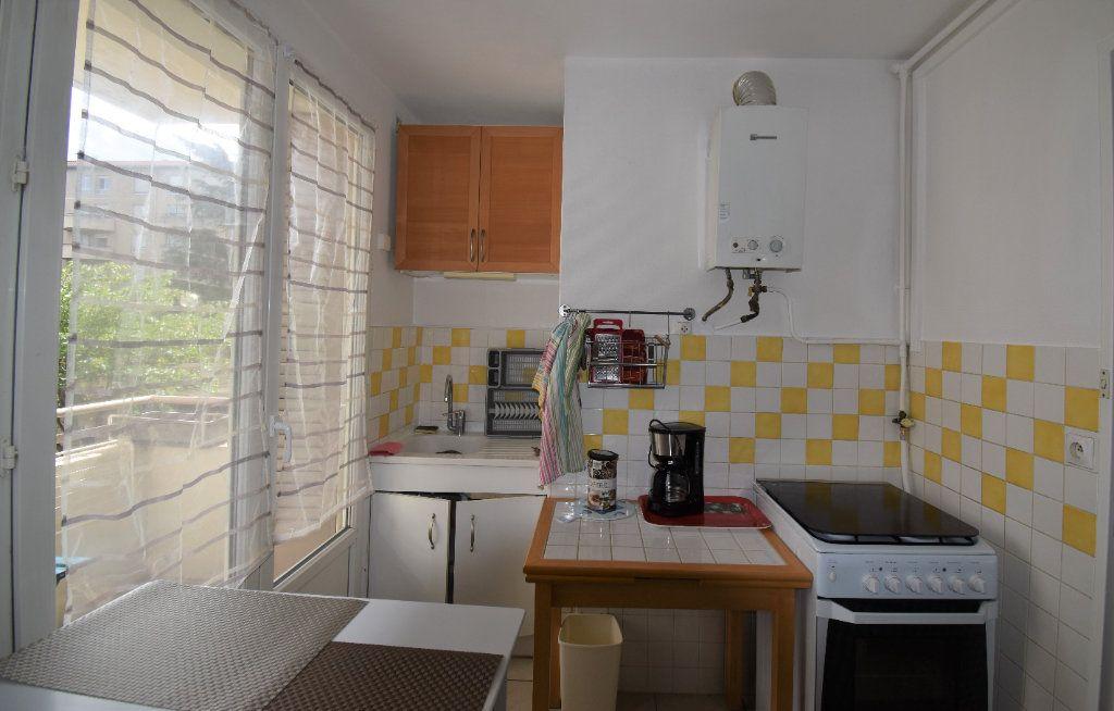 Appartement à louer 4 61.07m2 à Lyon 8 vignette-6