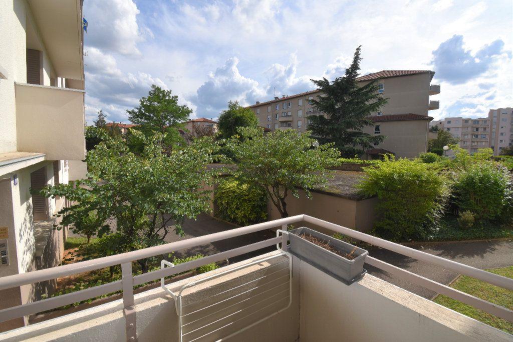 Appartement à louer 4 61.07m2 à Lyon 8 vignette-8