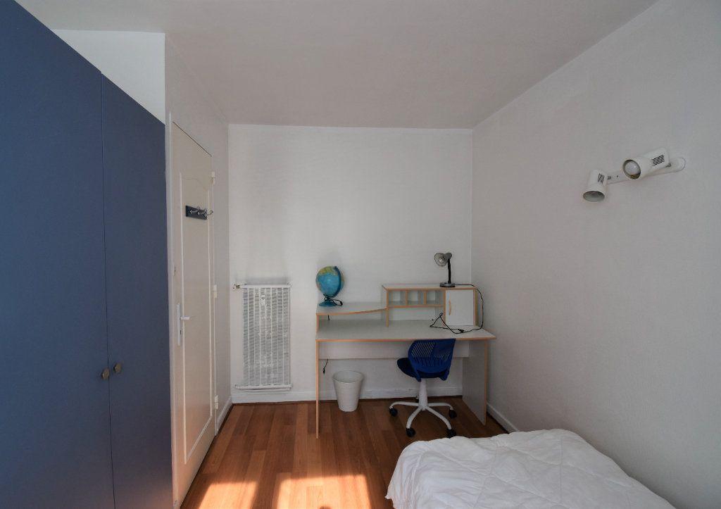 Appartement à louer 4 61.07m2 à Lyon 8 vignette-13