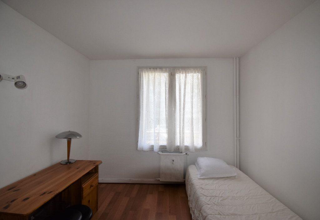 Appartement à louer 4 61.07m2 à Lyon 8 vignette-14
