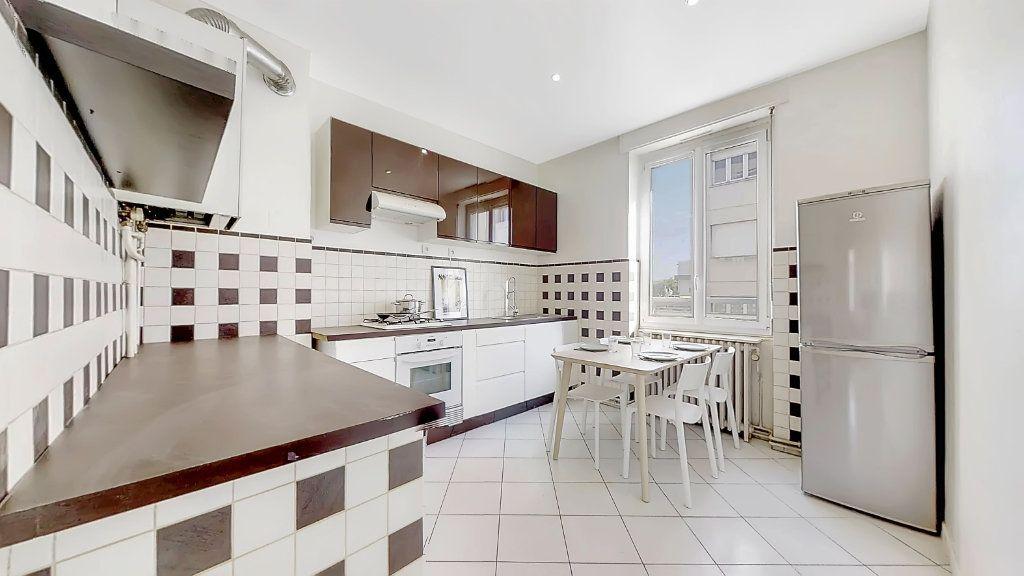 Appartement à louer 4 62.17m2 à Lyon 8 vignette-1