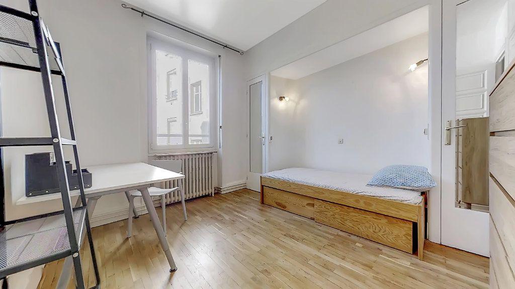 Appartement à louer 4 62.17m2 à Lyon 8 vignette-3
