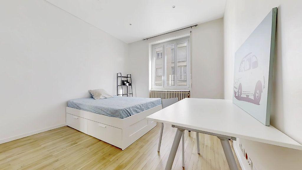 Appartement à louer 4 62.17m2 à Lyon 8 vignette-4