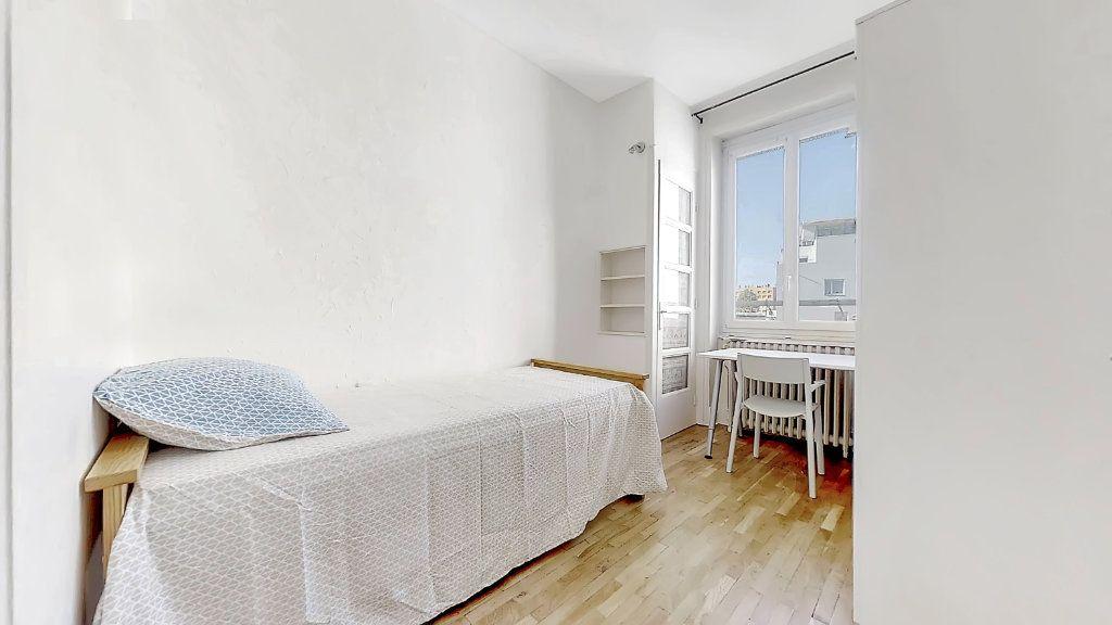 Appartement à louer 4 62.17m2 à Lyon 8 vignette-5