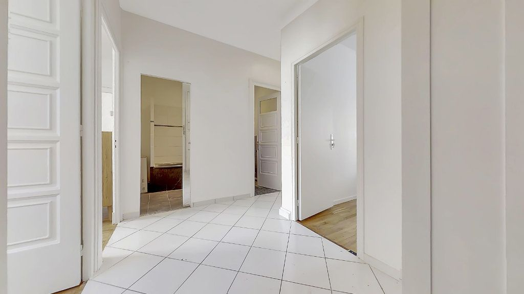 Appartement à louer 4 62.17m2 à Lyon 8 vignette-6