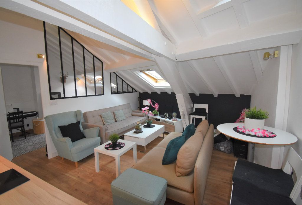 Appartement à louer 2 33.04m2 à Lyon 8 vignette-1