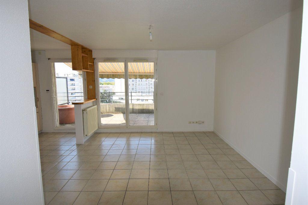 Appartement à louer 4 80m2 à Lyon 8 vignette-1