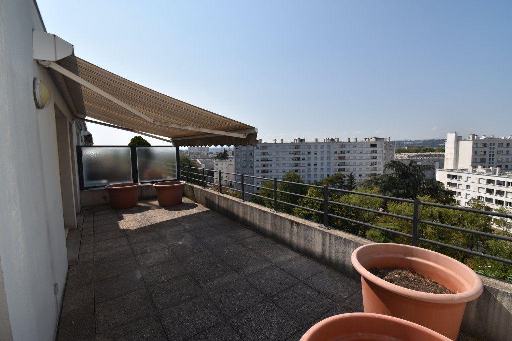 Appartement à louer 4 76.43m2 à Lyon 8 vignette-2