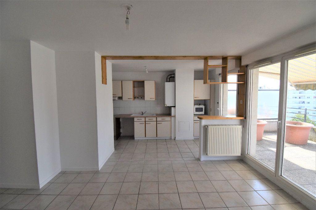 Appartement à louer 4 80m2 à Lyon 8 vignette-2