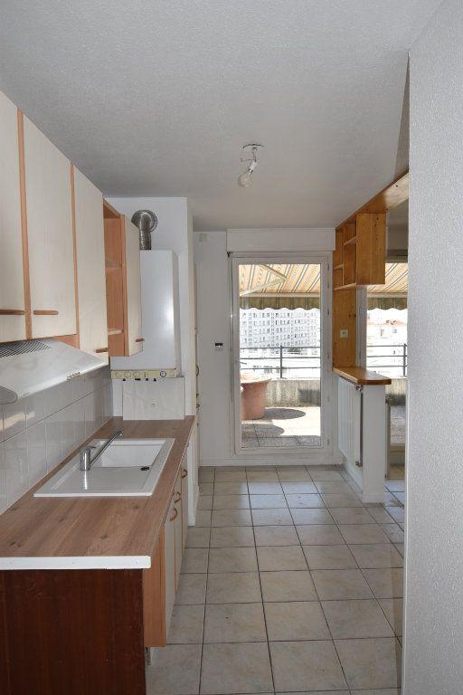 Appartement à louer 4 80m2 à Lyon 8 vignette-3