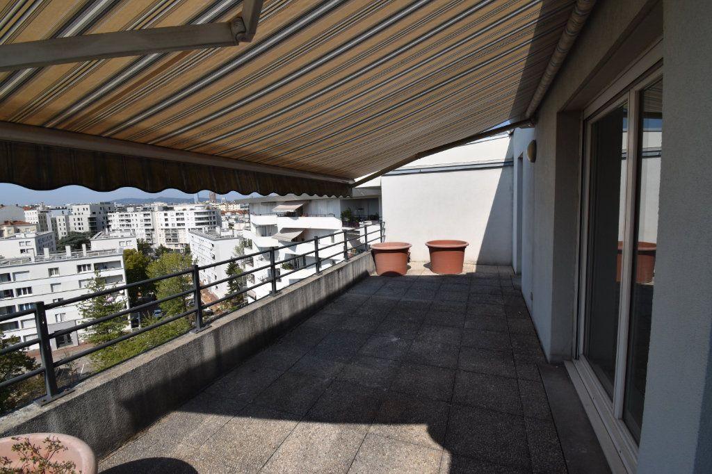 Appartement à louer 4 80m2 à Lyon 8 vignette-4