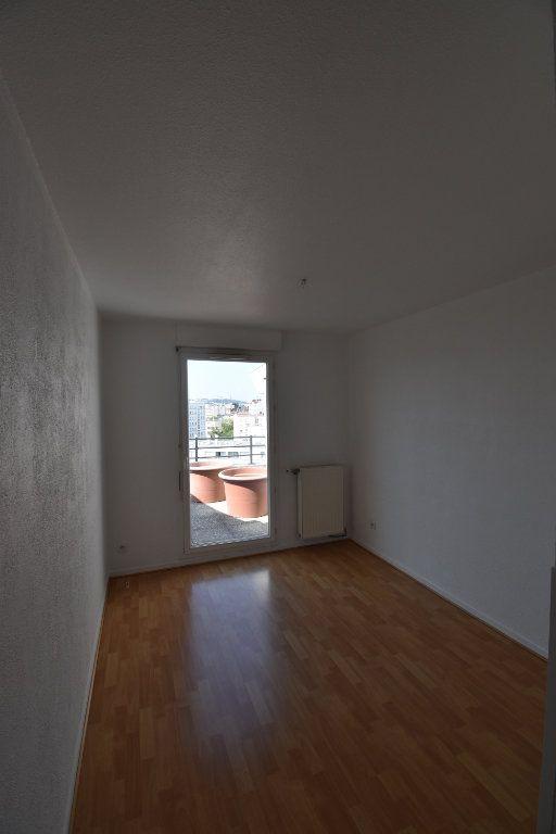 Appartement à louer 4 76.43m2 à Lyon 8 vignette-6
