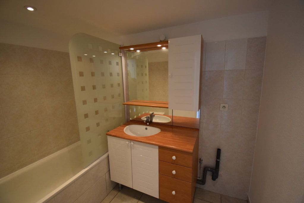 Appartement à louer 4 80m2 à Lyon 8 vignette-6