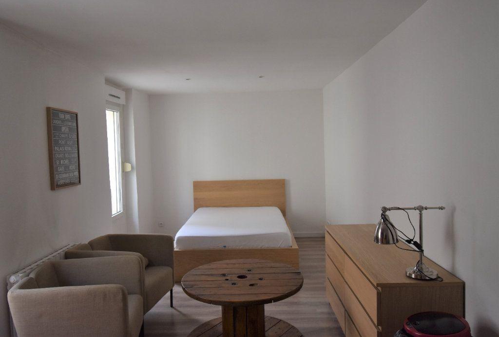 Appartement à louer 1 24.43m2 à Lyon 3 vignette-1