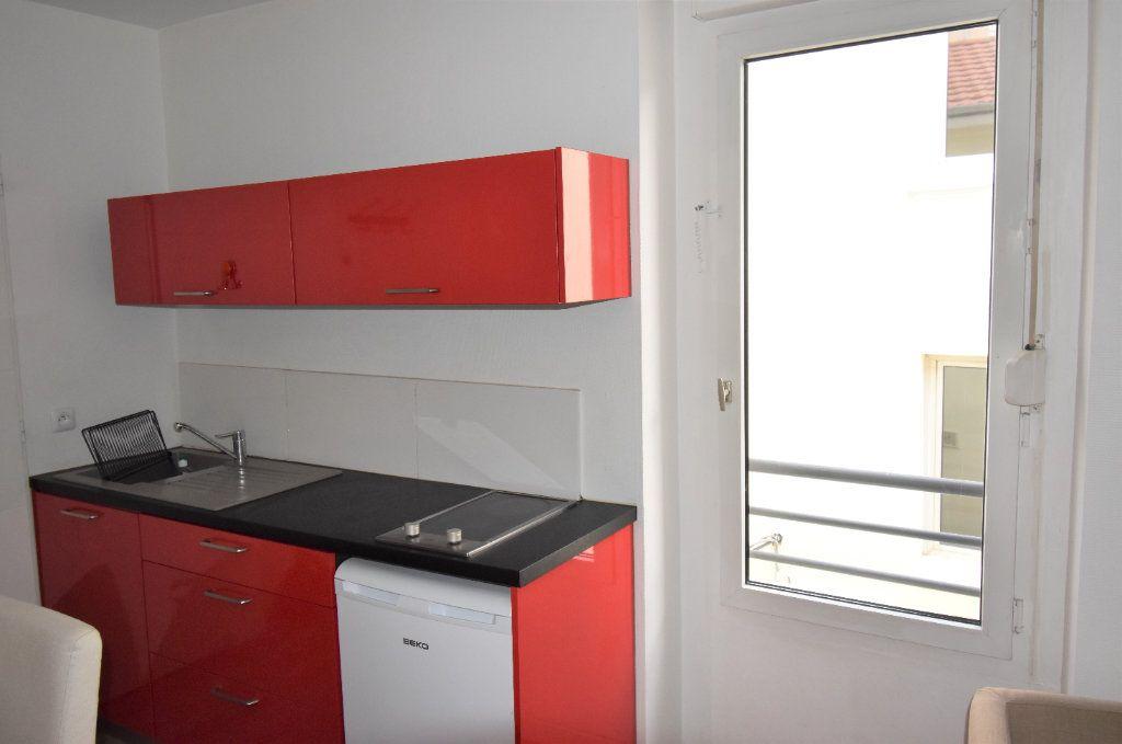 Appartement à louer 1 24.43m2 à Lyon 3 vignette-2