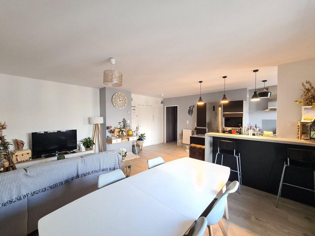 Appartement à vendre 4 80.18m2 à Lyon 3 vignette-1