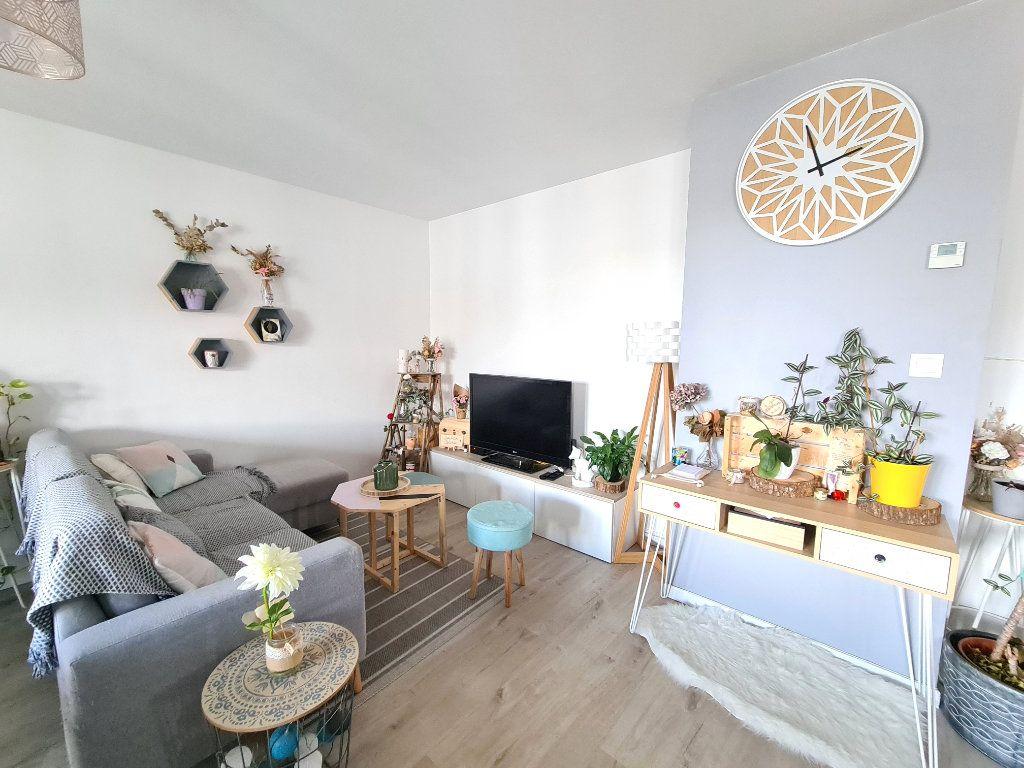Appartement à vendre 4 80.18m2 à Lyon 3 vignette-3
