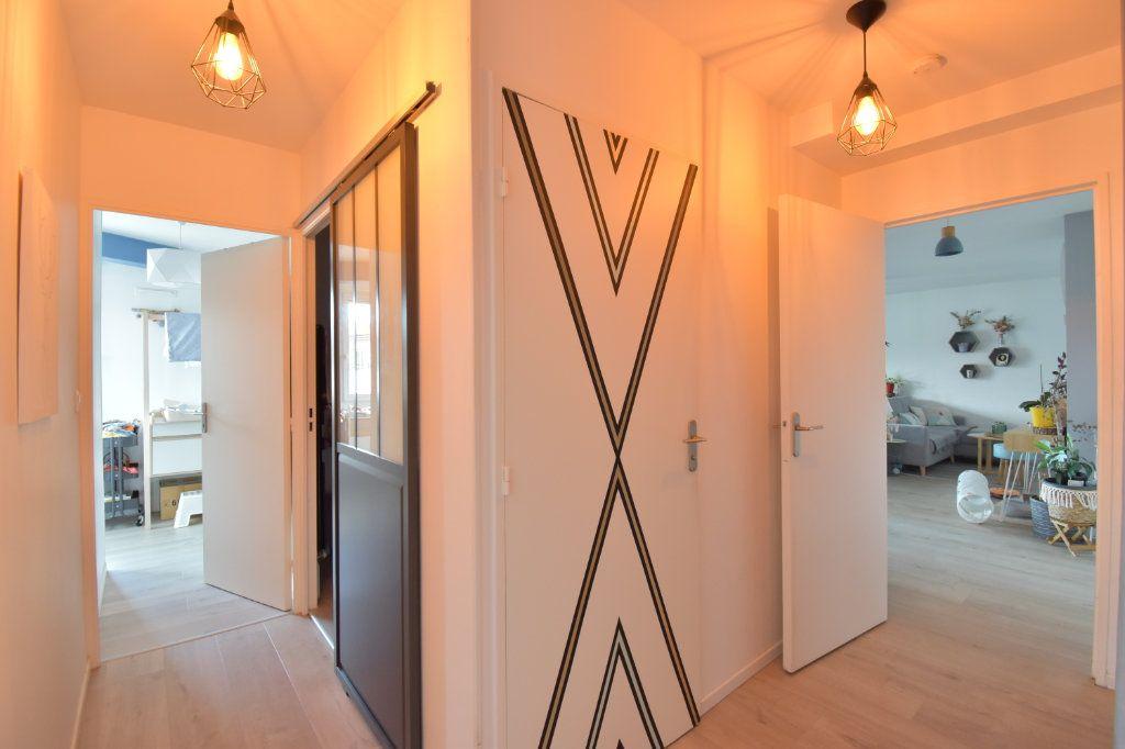 Appartement à vendre 4 80.18m2 à Lyon 3 vignette-4