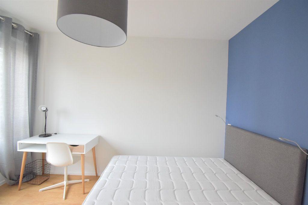 Appartement à louer 5 82.05m2 à Lyon 8 vignette-8