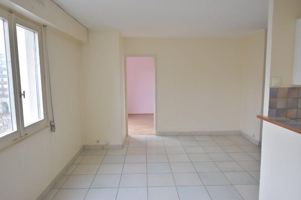 Appartement à louer 2 48.79m2 à Lyon 8 vignette-1