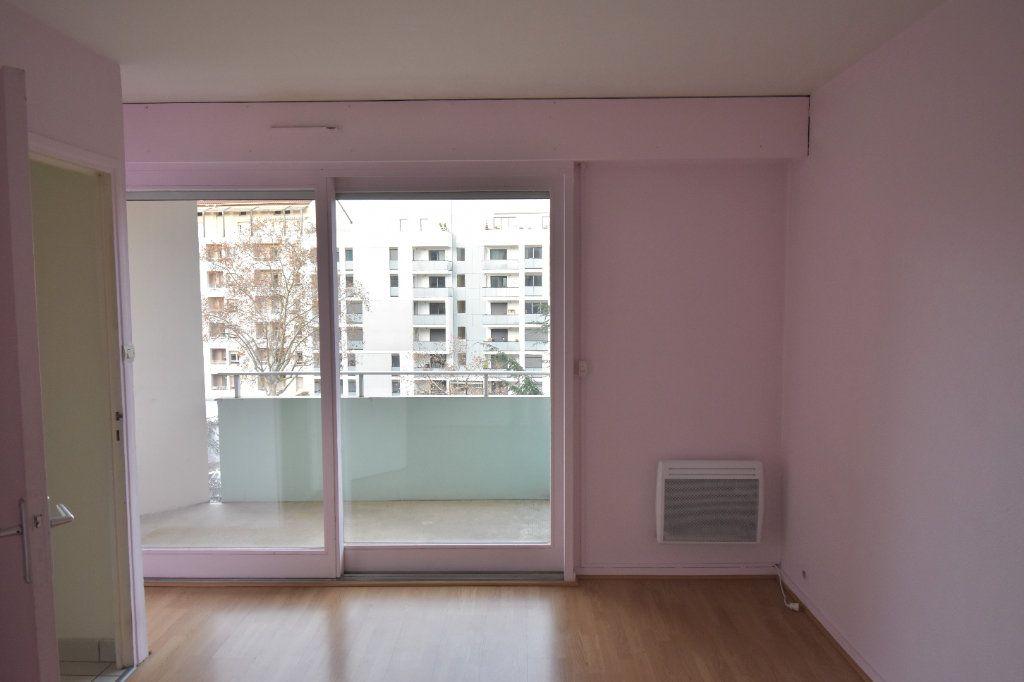 Appartement à louer 2 48.79m2 à Lyon 8 vignette-4