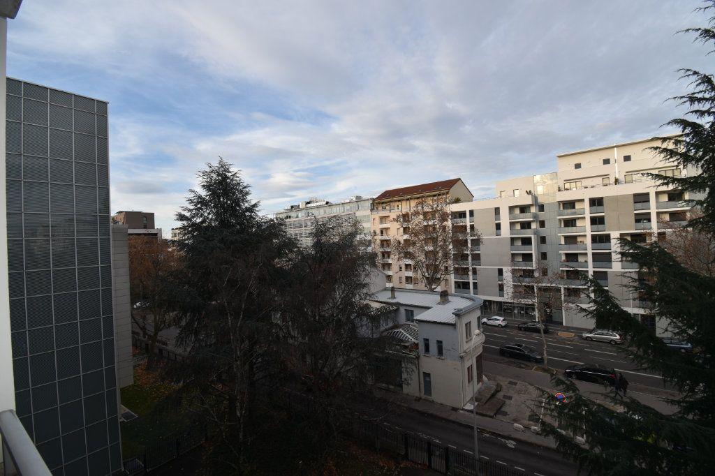 Appartement à louer 2 48.79m2 à Lyon 8 vignette-6