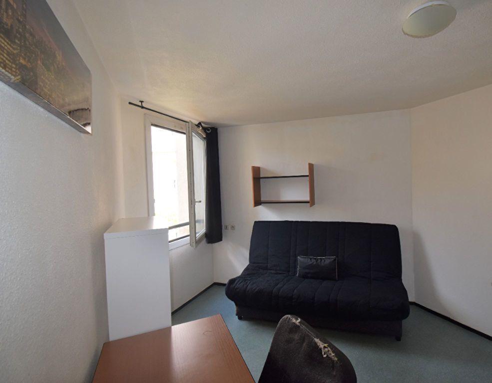 Appartement à louer 1 18m2 à Lyon 3 vignette-1