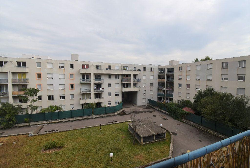 Appartement à louer 3 69.11m2 à Lyon 8 vignette-3