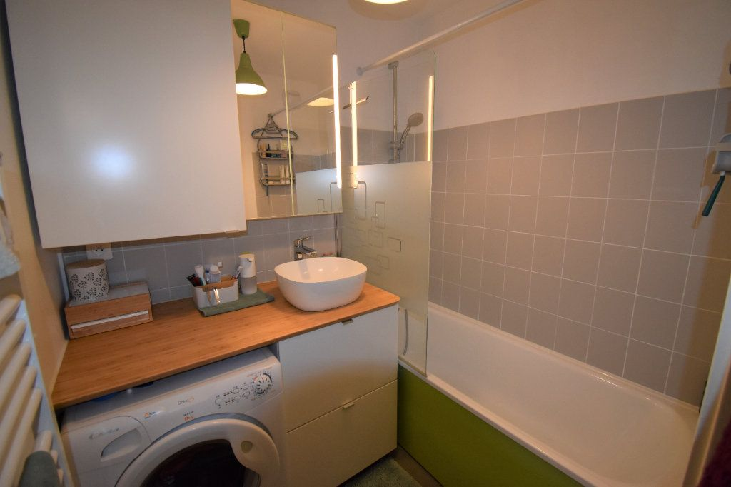 Appartement à louer 3 69.11m2 à Lyon 8 vignette-5