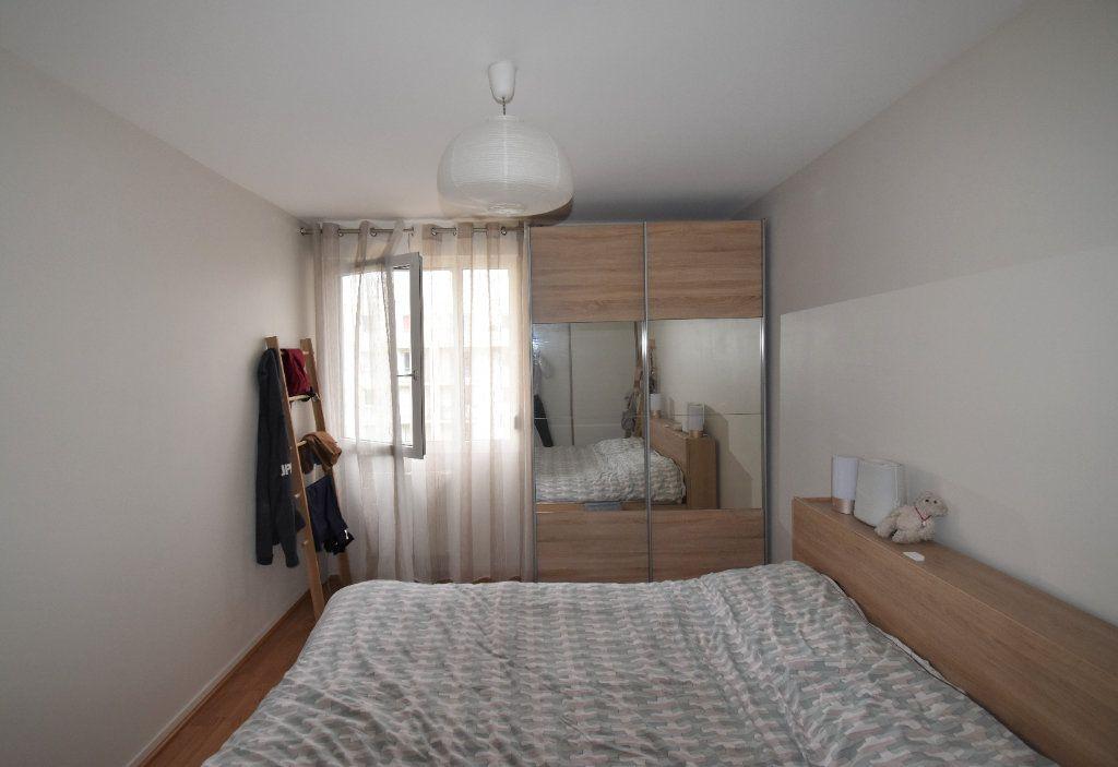 Appartement à louer 3 69.11m2 à Lyon 8 vignette-7